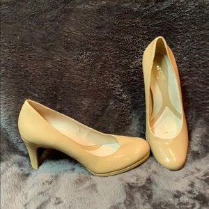 Nude/Tan Naturalizer Patent Leather Heels - 6
